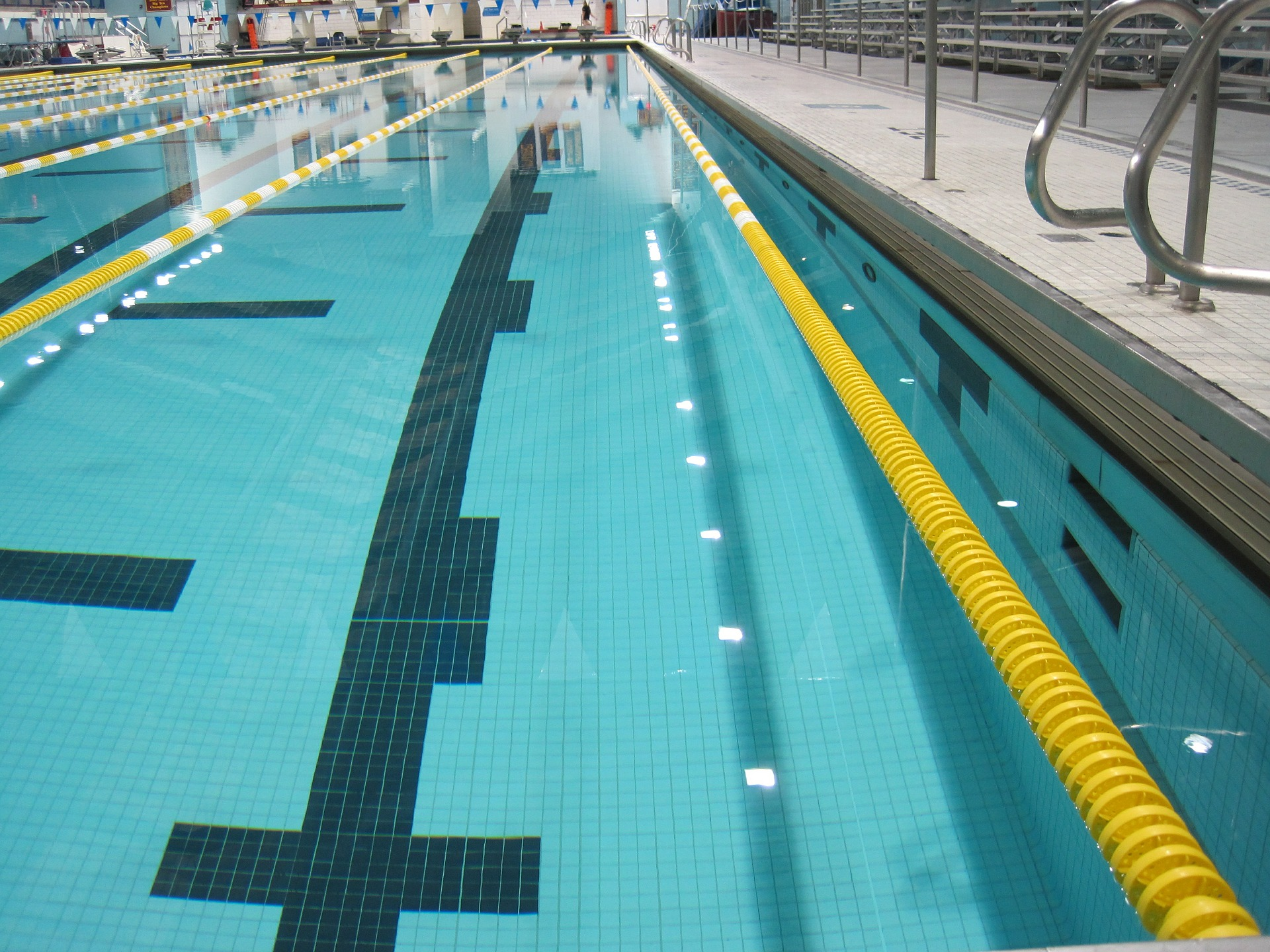 pool-545487_1920